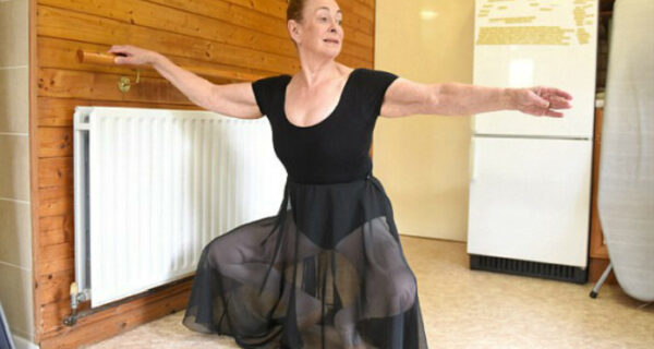 Лебединая пенсия: бабушка из Великобритании в 71 год стала балериной