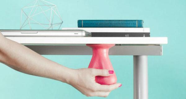 Изобретение в виде резиновых яичек поможет снять стресс на работе