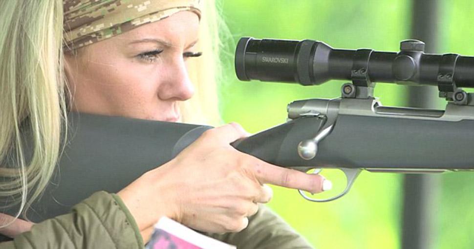 Охотница, впервые застрелившая добычу в 10 лет, не стесняется убивать животных