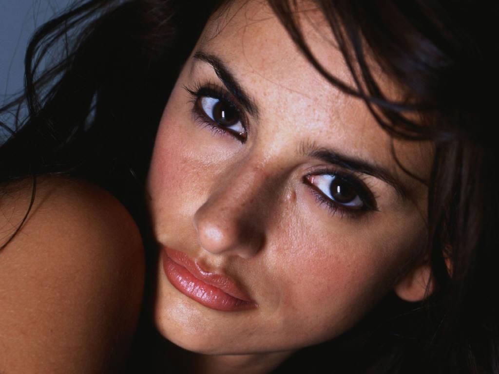 Пластический хирург показал идеальное женское лицо. Фото