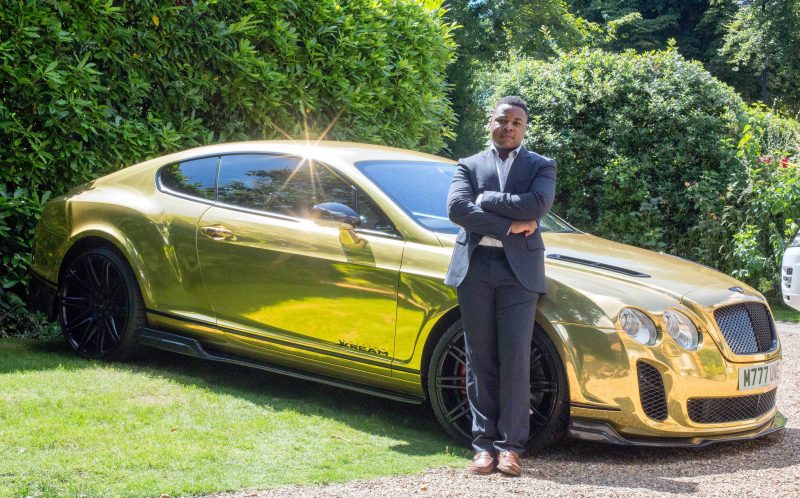 19-летний парень подавал бигмаки, а теперь ездит на золотом Bentley