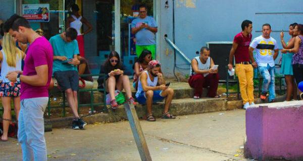До чего техника дошла: как кубинцы радовались первым в стране Wi-Fi-спотам