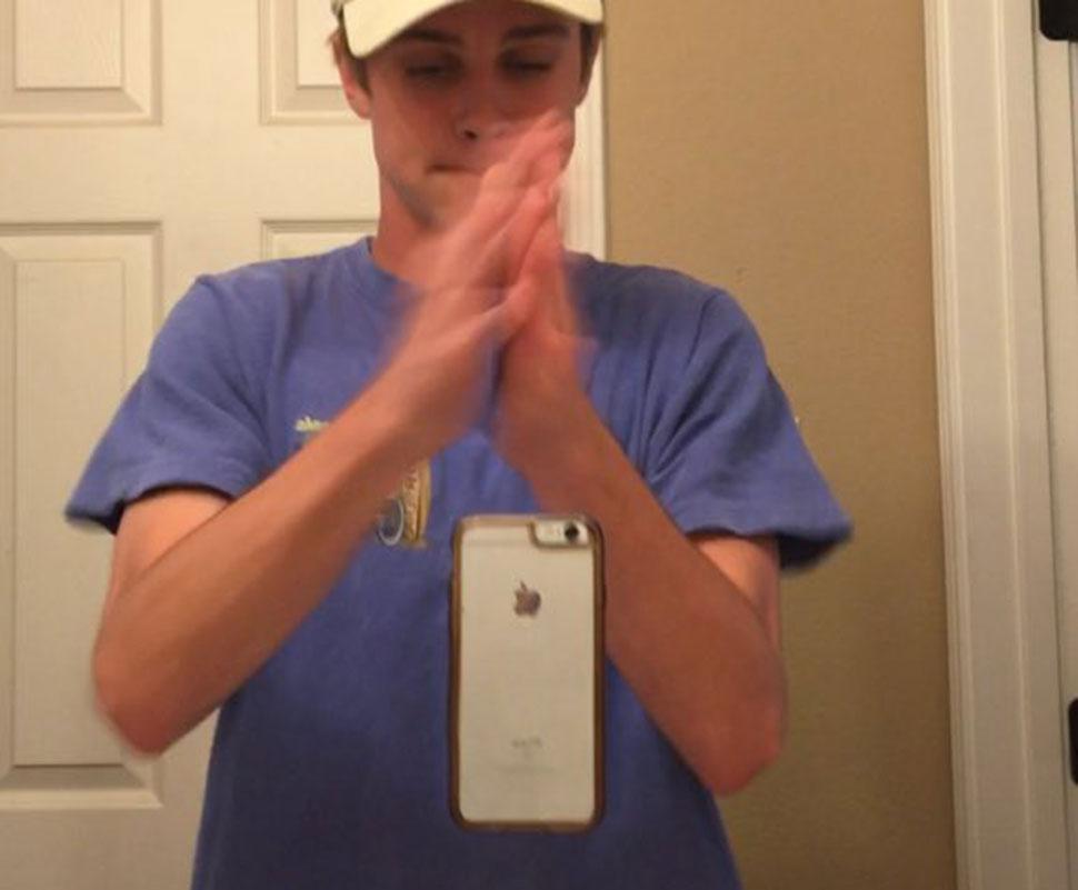 Селфи всмятку: новый тренд — фотографироваться, подбросив телефон и хлопнув в ладоши