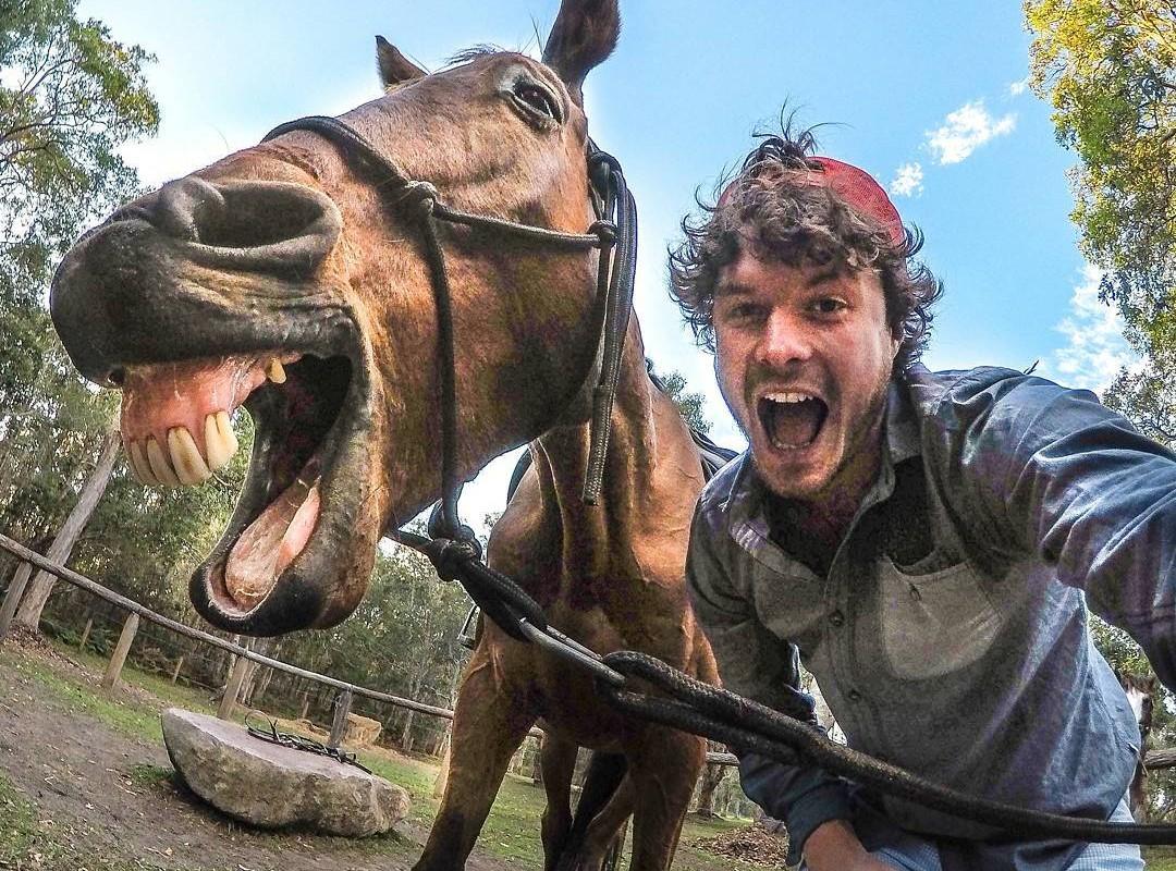 Не куоккой единой: «заклинатель зверей» ездит по миру и делает ужасно милые селфи с животными
