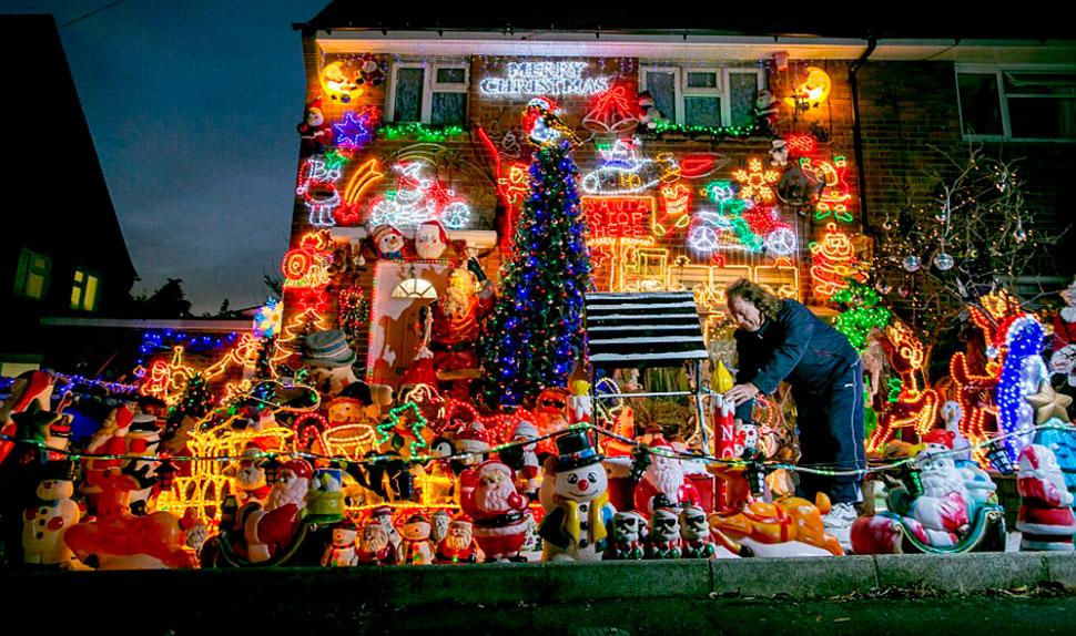 Все лучшее сразу: фанаты Рождества украсили дом всем, чем только можно