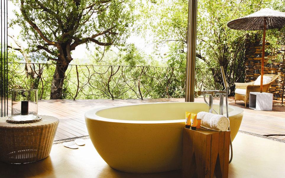 Лежачие экскурсии: 9 лучших ванн планеты