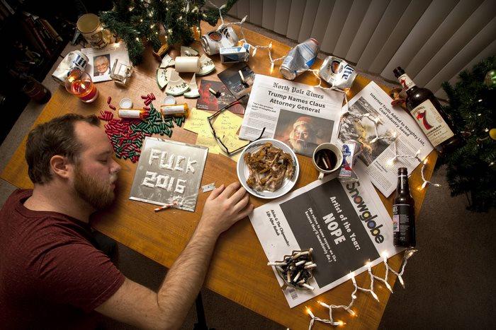 Мать просила сына перестать пить и самому делать открытки к Рождеству, он послушался