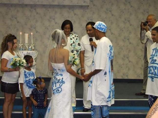 «Я не смогу вернуться на свадьбу, я в тюрьме» — 11 историй о трешевых свадьбах фото