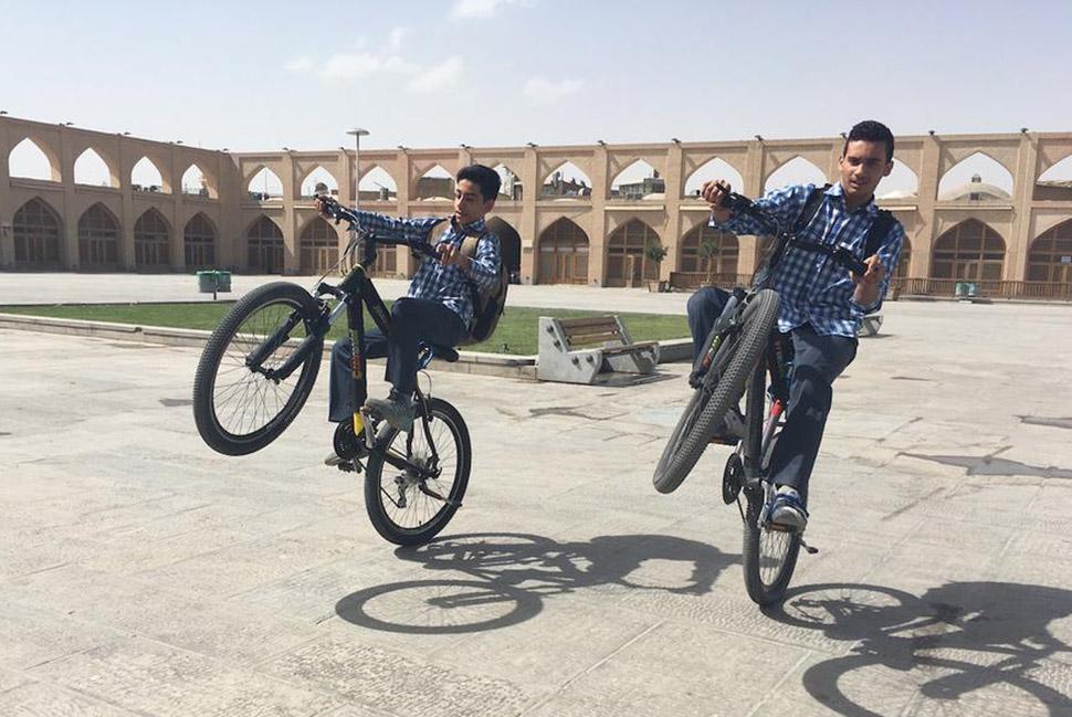 Муллы, скейт-парки и подделки модных брендов: современный Иран изнутри