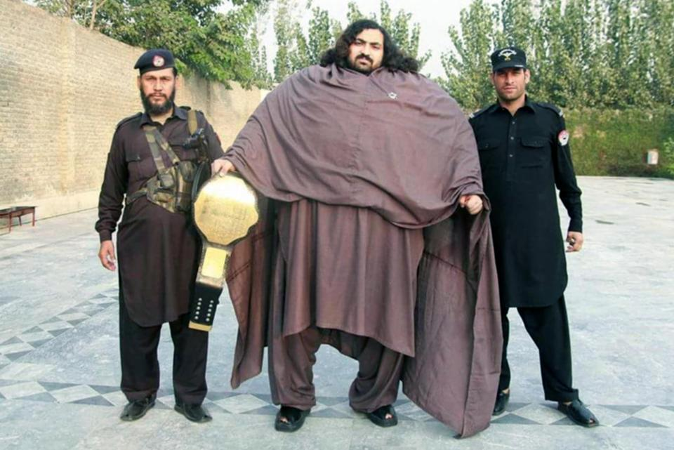 430-килограммовый пакистанец съедает 36 яиц на завтрак, чтобы стать настоящим Геркулесом