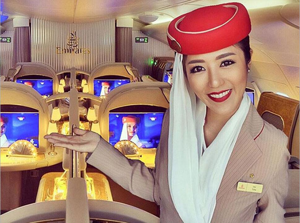 Популярную в Instagram стюардессу поймали на том, что она вставляет себя в украденные фотографии