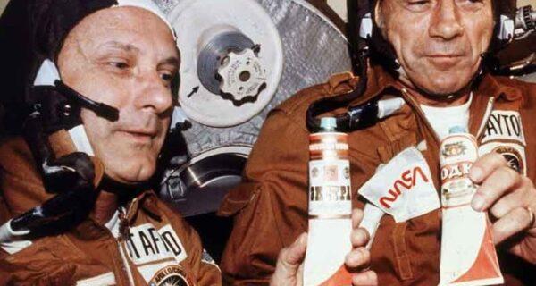 Поднимем наши тюбики: как советские космонавты американцев «водкой» поили