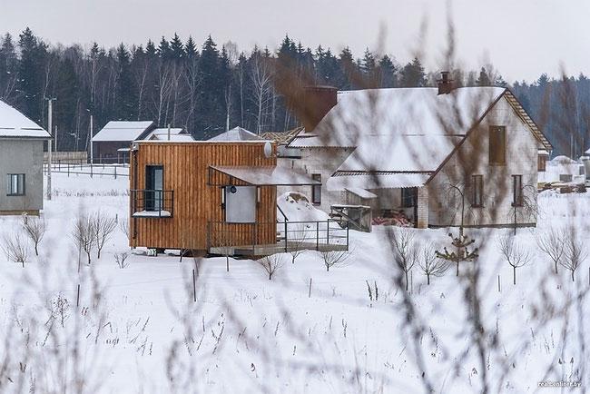 Трое белорусов и собака живут в домике площадью 16 квадратных метров