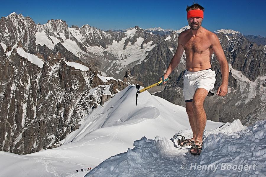«Ледяной человек» Вим Хоф, покоряющий горы в одних шортах
