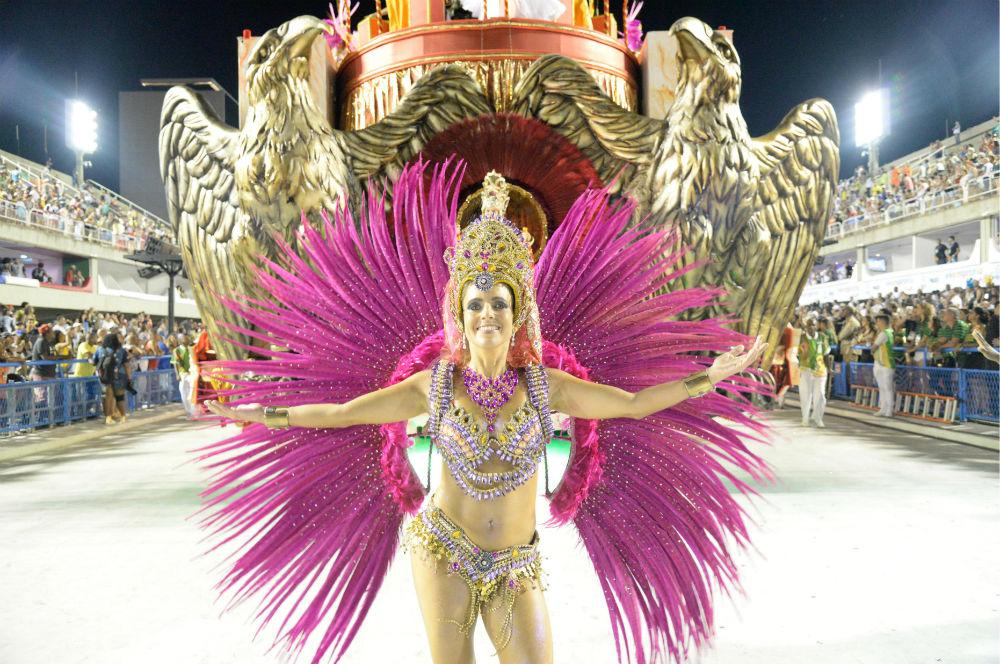 Как одевают трусы в бразильском карнавальном костюме — photo 9