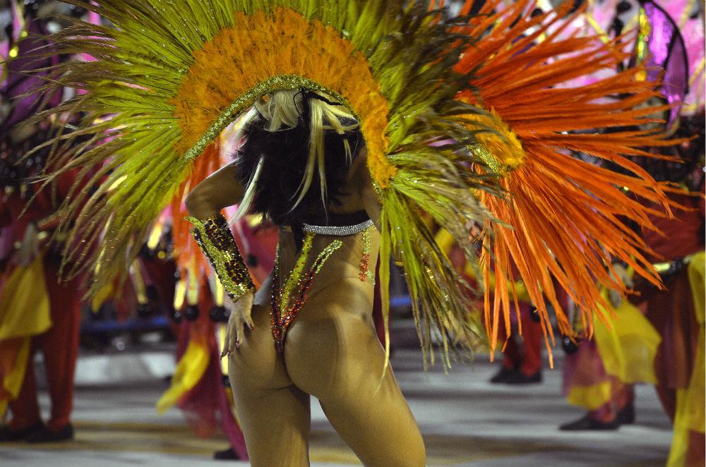 Секс в наряде бразильского карнавала смотреть