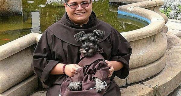 Бродячий пес стал настоящим католическим монахом