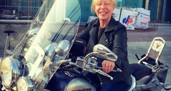 72-летняя бабушка прожигает пенсию, путешествуя по миру на протяжении последних 7лет