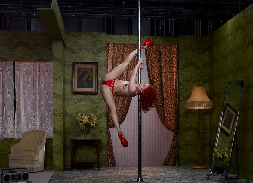 Не проститутка, а работница секс-индустрии: провокационный  фотопроект Джулии Фуллертон-Баттен