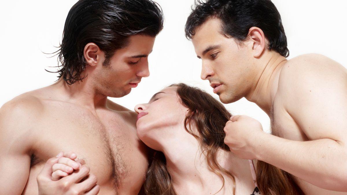 Трио два мужика, гиг порно втроем видео смотреть HD порно бесплатно 10 фотография