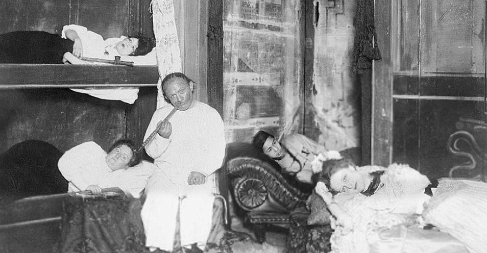 Сладкий дурман: фотографии опиумных притонов в США XX века фото