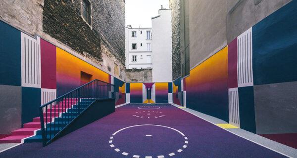 Баскетбольная площадка, которая кажется виртуальной