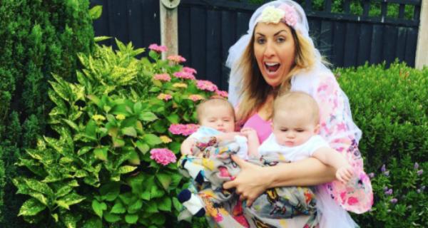 Родители пародируют фотографию Бейонсе с близнецами, чтобы показать, как это выглядит на самомделе