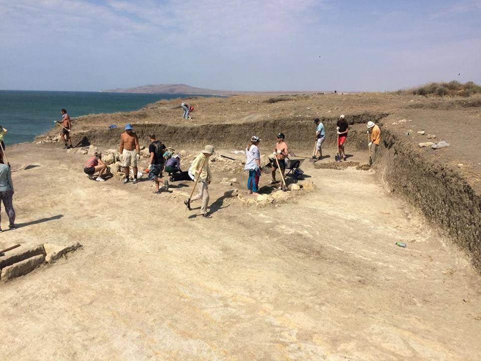 694 - В Крыму нашли скелет младенца II века с вытянутым черепом