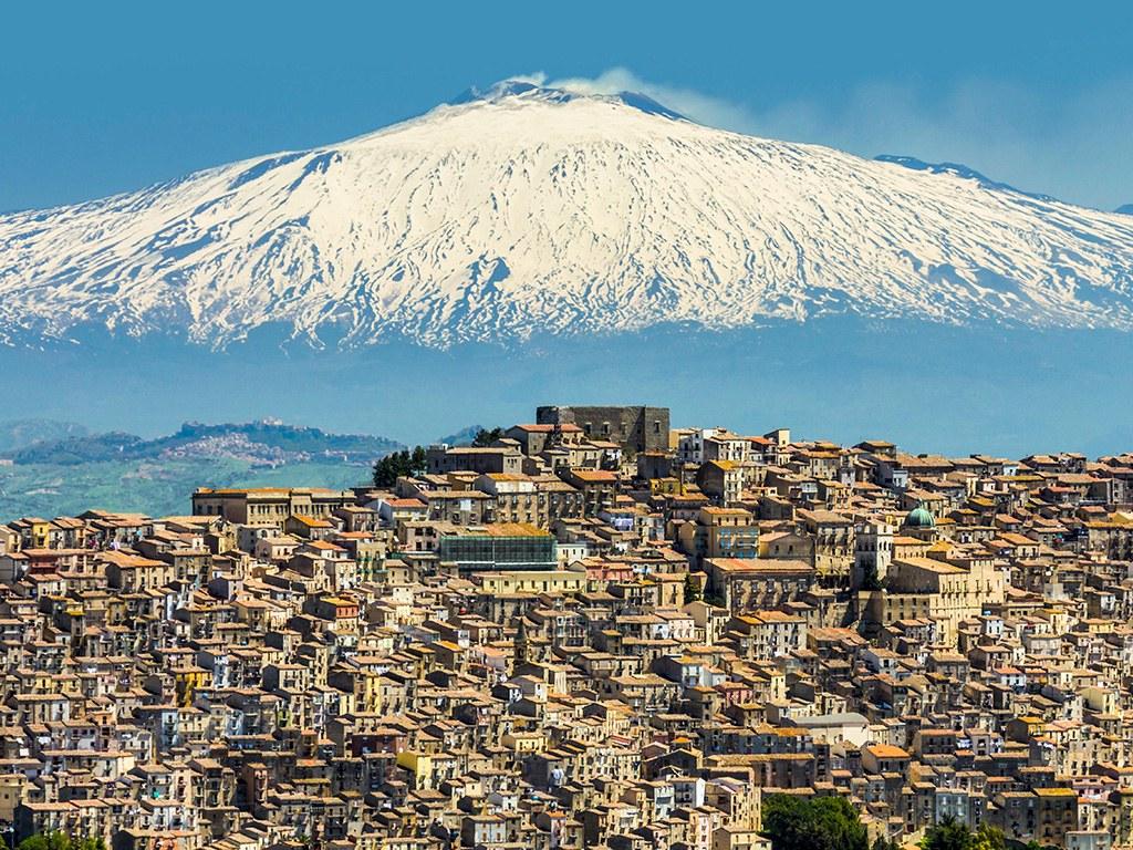Изображение - Где можно купить дом Gangi-Sicily-Italy-Mount-Etna