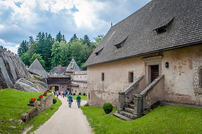 Изображение - Где можно купить дом In-the-grounds-of-Burg-Rappottenstein-a-great-Austria-tourist-attraction
