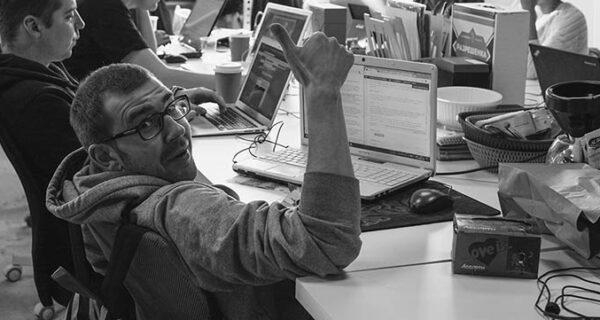 Совсем очумели: как редакция БигПикчи пыталась познакомиться с двойниками своих кумиров через приложение