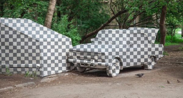 В Екатеринбурге художники «удалили» из реальности старую машину вместе с гаражом