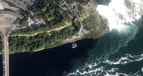 Какая-то муть: Ниагарский водопад на два дня почернел