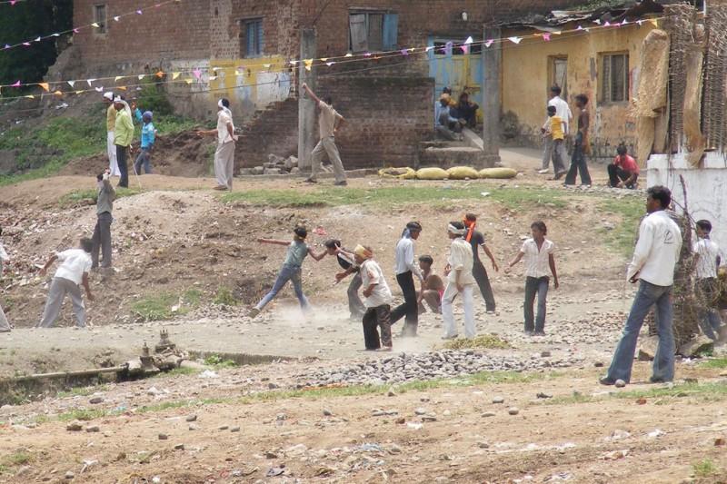 Как в Индии проходит фестиваль метания камней Gotmar Mela, на котором гибнут люди