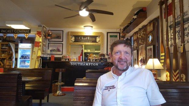 Британец открыл кафе, куда нельзя приходить с детьми, зато можно с собаками