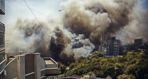 Горит Говнярка: страшный пожар в Ростове-на-Дону