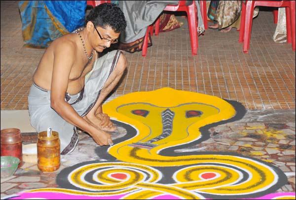 Նագապանչամի. տոն, որի ժամանակ հինդուիստները խոնարհվում են օձերի առաջ (լուսանկարներ)