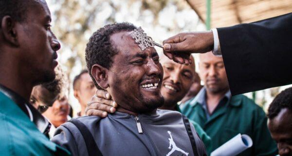 Пражский фотограф снял обряд экзорцизма в Эфиопии