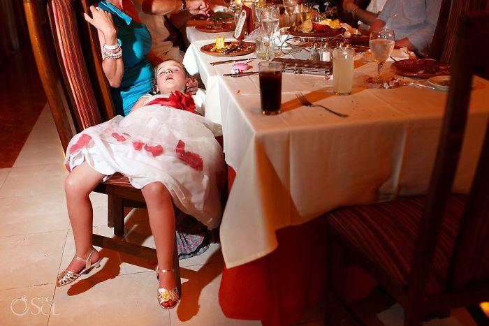 35 доказательств, что дети — самые несчастные гости свадеб фото