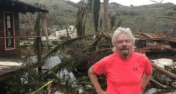 У разбитого корыта: миллиардер Ричард Брэнсон показал руины своего дома после урагана