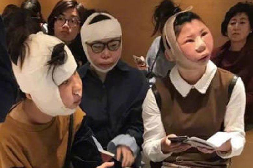 Китаянке залили лицо