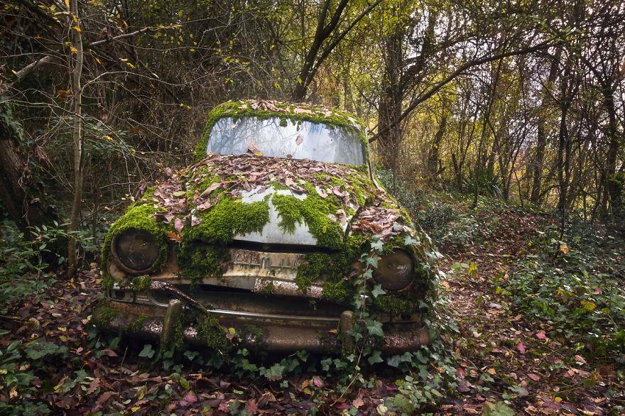 abandonedcar 59da2c94cd355  880 - Осколки старой Франции: заброшенные здания невероятной красоты