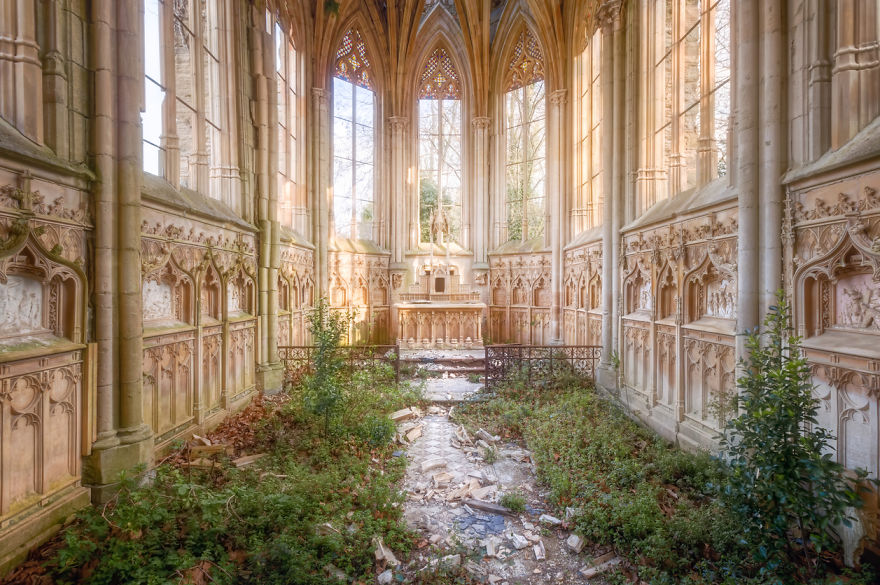 abandonedchapel 59da2ca1cf4cc  880 - Осколки старой Франции: заброшенные здания невероятной красоты