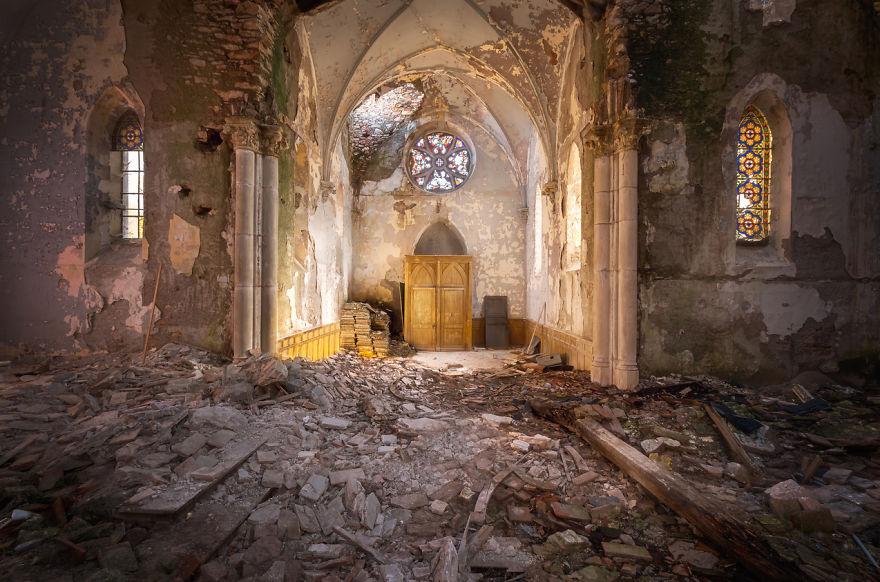 abandonedchurch 2 59da2cbe9784c  880 - Осколки старой Франции: заброшенные здания невероятной красоты