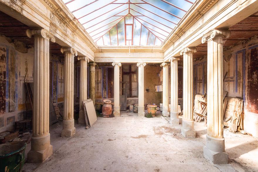 abandonedcloister 59da2ccbbcc8f  880 - Осколки старой Франции: заброшенные здания невероятной красоты
