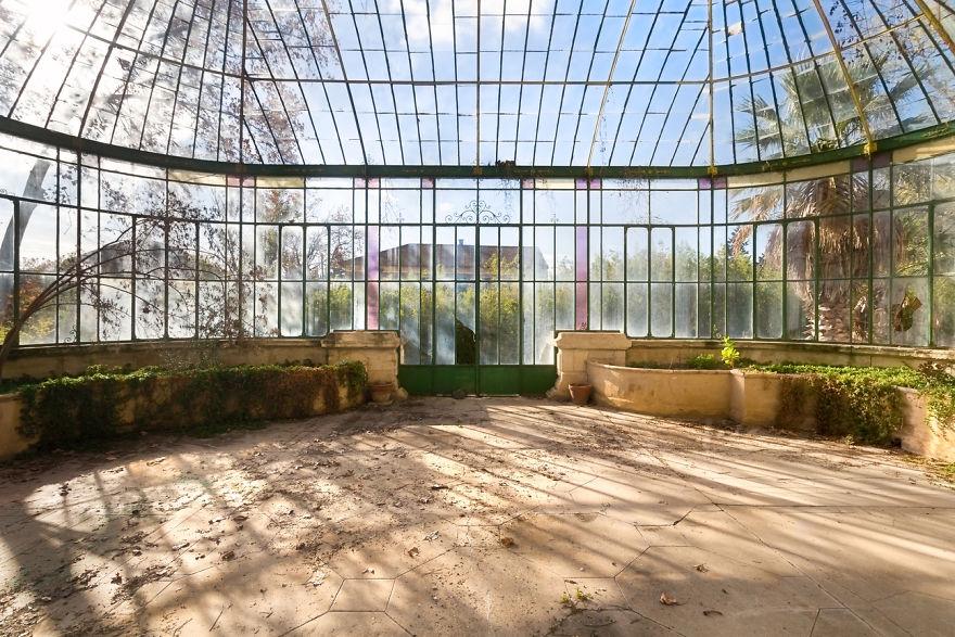 abandonedgreenhhouse 2 59da2cead9255  880 - Осколки старой Франции: заброшенные здания невероятной красоты