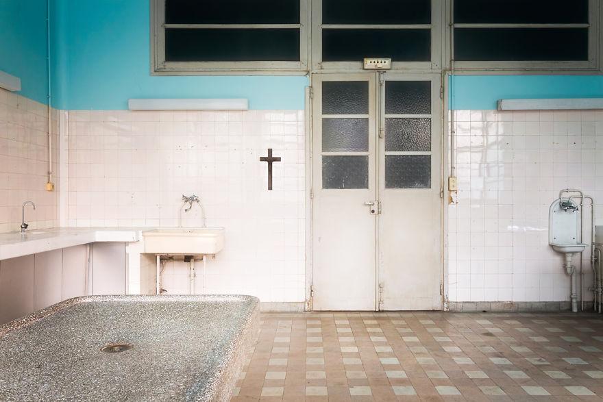 abandonedmorgue 59da2d1917a92  880 - Осколки старой Франции: заброшенные здания невероятной красоты