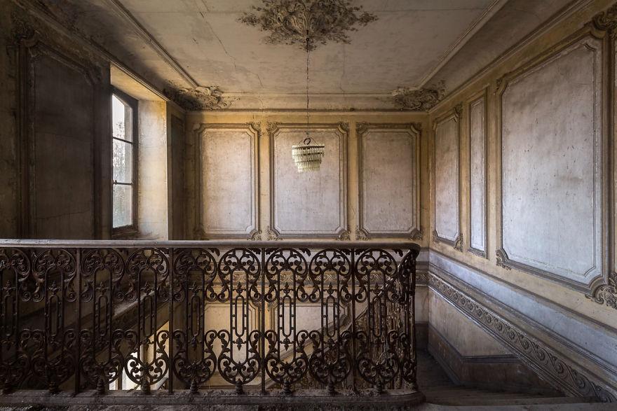 abandonedstairs 1 59da2d491c48a  880 - Осколки старой Франции: заброшенные здания невероятной красоты