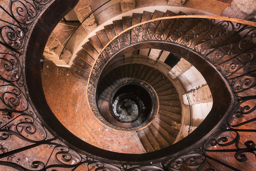 abandonedstairs 2 59da2d5871c90  880 - Осколки старой Франции: заброшенные здания невероятной красоты