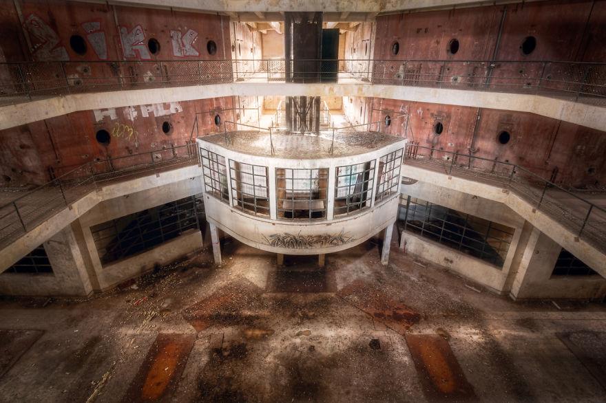 abandonedwinefactory 59da2d6f49975  880 - Осколки старой Франции: заброшенные здания невероятной красоты